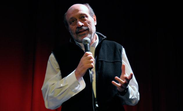 El periodista Alfredo Leuco el pasado sábado en el teatro Municipal de Río Gallegos – Foto: OPI Santa Cruz/Francisco Muñoz