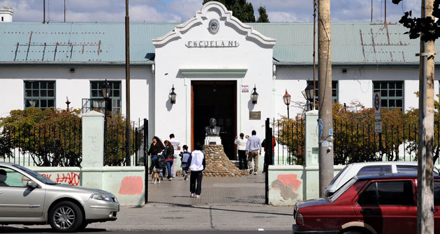 Ayer se iniciaron la clases en la provincia y hubo notoria ausencia de alumnos ante el adelanto de la fecha de inicio - Foto: OPI Santa Cruz/Francisco Muñoz