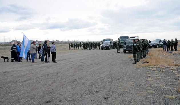 La Gendarmería, Prefectura y Ejercito evitaron mas usurpaciones - Foto: OPI Santa Cruz/Francisco Muñoz