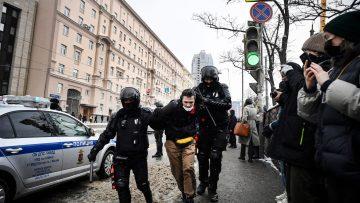prisao-de-manifestantes-na-russia