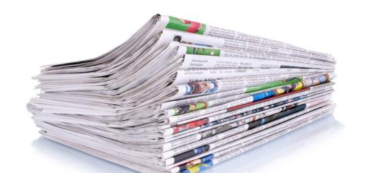 Stapel Zeitungen - Print bald tot
