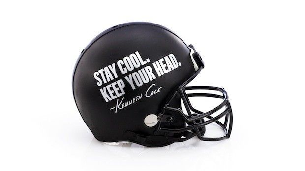 KENNETH-COLE-casque-foot-superbowl