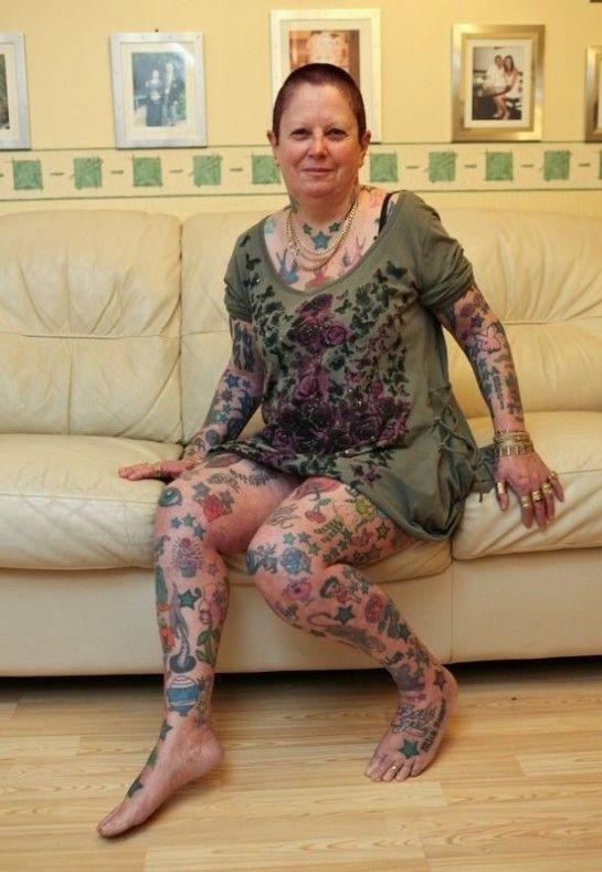 femme-64-ans-300-tatouages