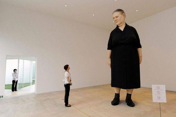 femme debout sculpture