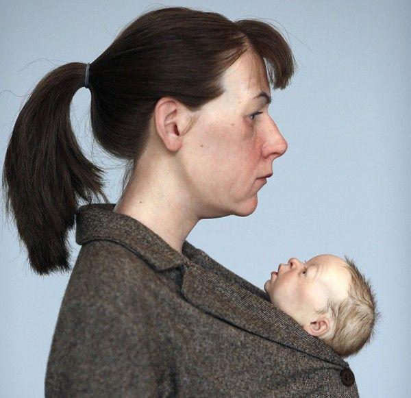 femme porte bébé