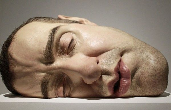 tête endormie sculpture