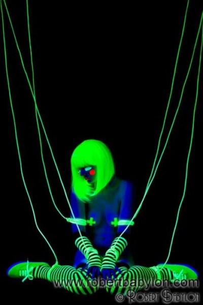 erotica-uv-art-neon-robert-babylon