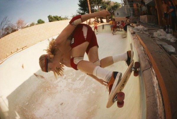 Hugh-Holland-Stacy-Peralta-Ripping-at-Coldwater-Canyon-Pool-1977