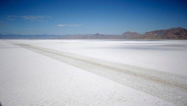 Rick-Bowmer-saltflats01
