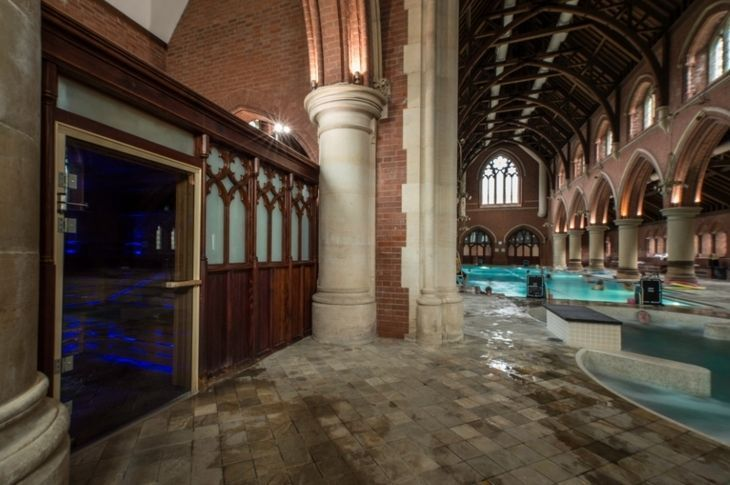 piscine:église