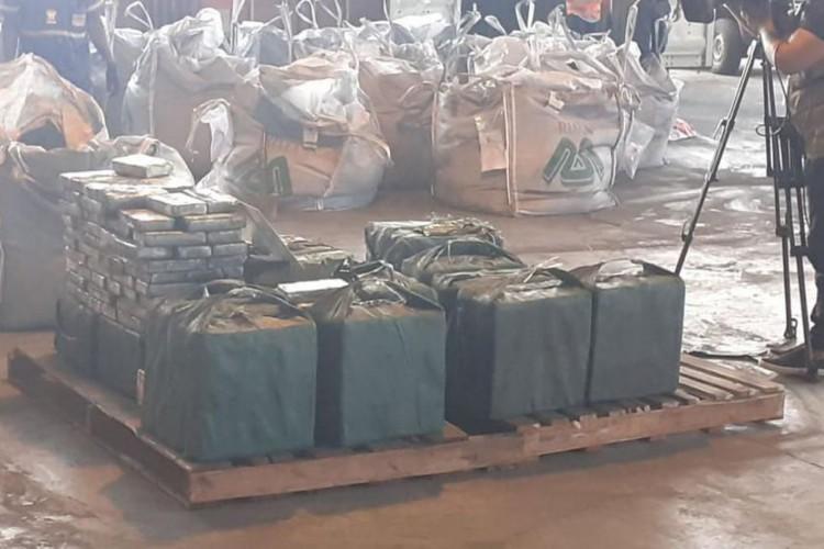 Ação conjunta faz uma das maiores apreensões de cocaína no Rio (Foto: )