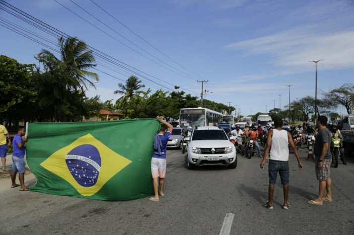 Manifestação pacífica na BR-222 (Foto: Aurélio Alves/ Especial para O POVO)