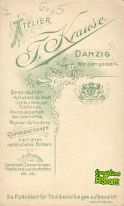 Reklama atelier Fritza Krausego na odwrotnej stronie zdjęcia z tego atelier