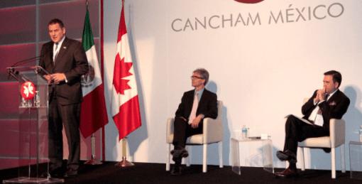 Foto: SE.Ildefonso Guajardo, secretario de Economía, y Jorge Morfín, presidente de la Cámara de Comercio de Canadá en México (Cancham), escuchan a Pierre Alarie, embajador de Canadá en México.