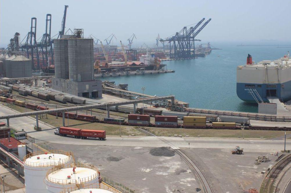 El proyecto en el puerto de Veracruz consiste en un patio de 100,000 metros cuadrados con capacidad para 4,000 contenedores y 500 conectores para contenedores refrigerados.