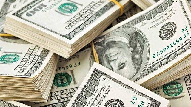 El peso gana frente al dólar al inicio de la jornada de este viernes.
