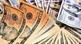 El peso se depreció este lunes frente al dólar.