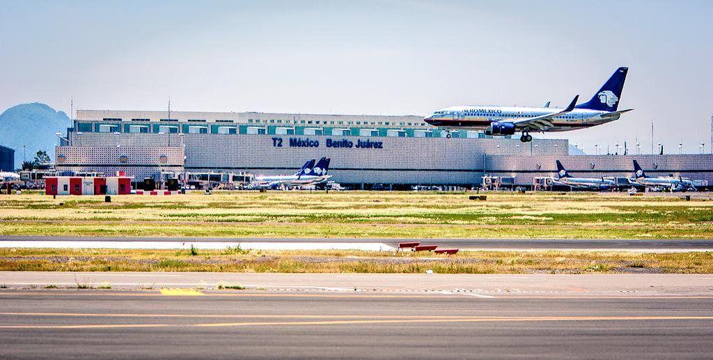 La Presidencia de México anunció 29 proyectos de obras en aeropuertos de México que requerirán una inversión conjunta de 42,459 millones de pesos entre 2020 y 2022.