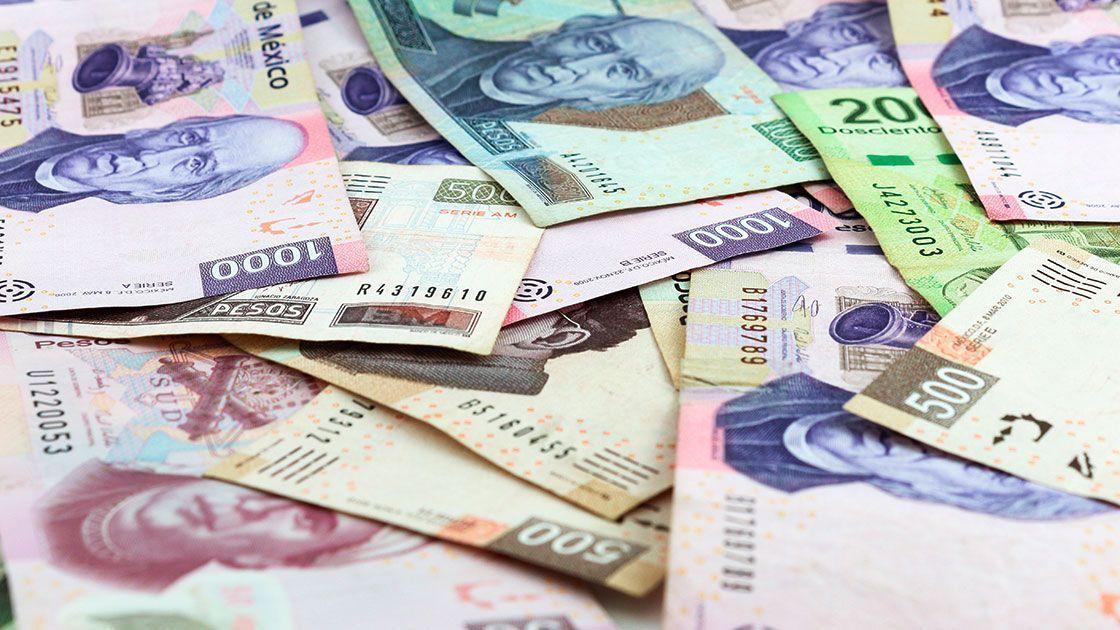 En la sesión, la paridad peso-dólar se ubicó en un mínimo de 19.5186 y un máximo de 19.6114 pesos por dólar.