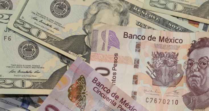 En la sesión, el tipo de cambio tocó un mínimo de 18.7545 pesos y un máximo de 18.8624 pesos.