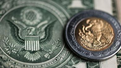 El peso cerró la sesión con una depreciación de 1.69% o 36.3 centavos, cotizando alrededor de 21.86 pesos por dólar, con el tipo de cambio tocando un máximo de 21.9161 pesos por dólar.