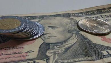 El peso cerró la sesión con una apreciación de 1.34% o 31.2 centavos, cotizando alrededor de 22.88 pesos por dólar, tocando un mínimo de 22.7553 pesos, nivel no visto desde el 17 de marzo.