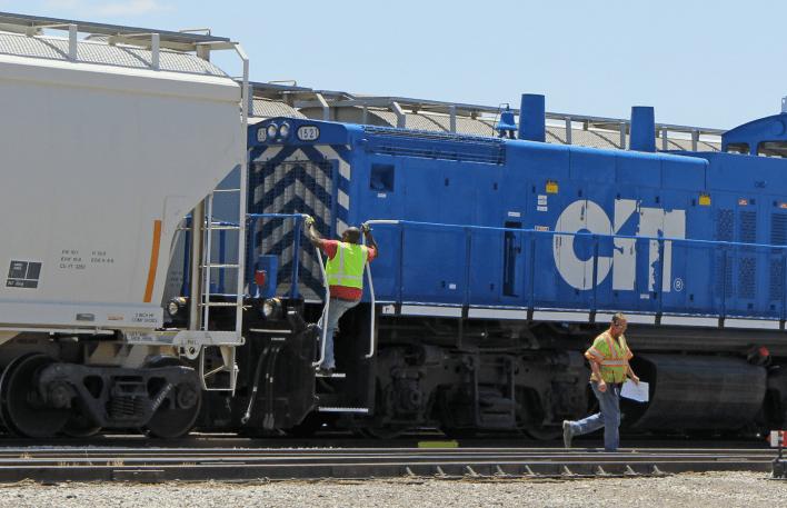 La línea corta del ferrocarril Texas Pacífico se conectará con la red de Ferromex en la ciudad fronteriza de Ojinaga, Chihuahua, en México, lo que daría a la empresa MMEX Resources Corporation (MMEX) acceso a los mercados del oeste de México.