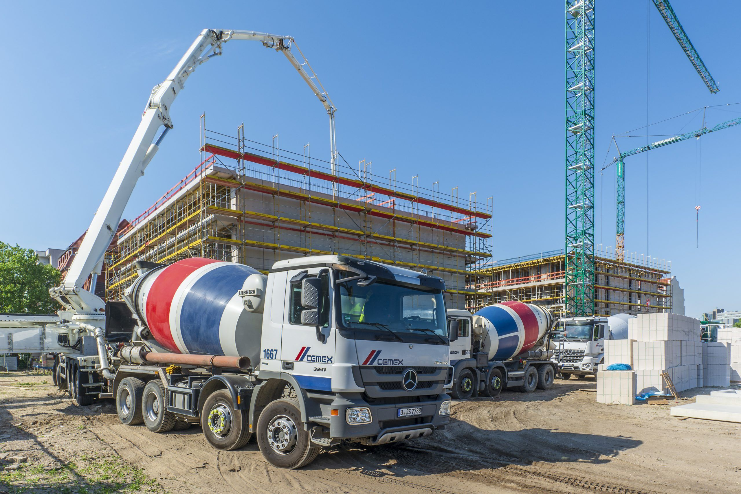 Cemex reported Monday that it closed the previously announced sale of certain UK assets to the Breedon Group for approximately $ 230 million.