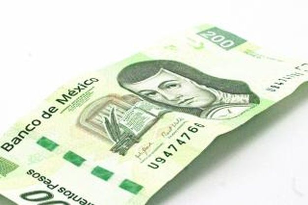 The Mexican peso begins the session with an appreciation of 0.38% or 8.06 cents, trading around 21.02 pesos per dollar and touching a low of 20.9588 pesos, a level not seen since March 11.