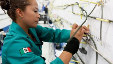 Manufacturing jobs slowed their year-on-year decline in Mexico during October, for the fifth consecutive month, Inegi reported this Thursday.