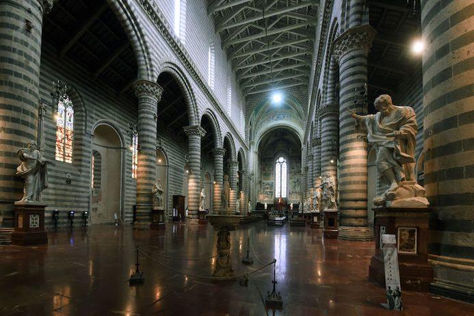 Le statue del Duomo di Orvieto: gli Apostoli, l'Annunciazione, i Santi Protettori Il video-racconto disponibile online