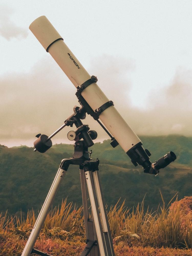 Ali lahko namesto daljnogleda uporabimo teleskop?