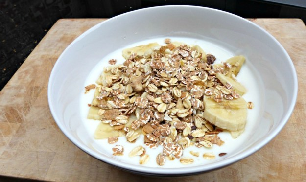 Yoghurt muesli banaan