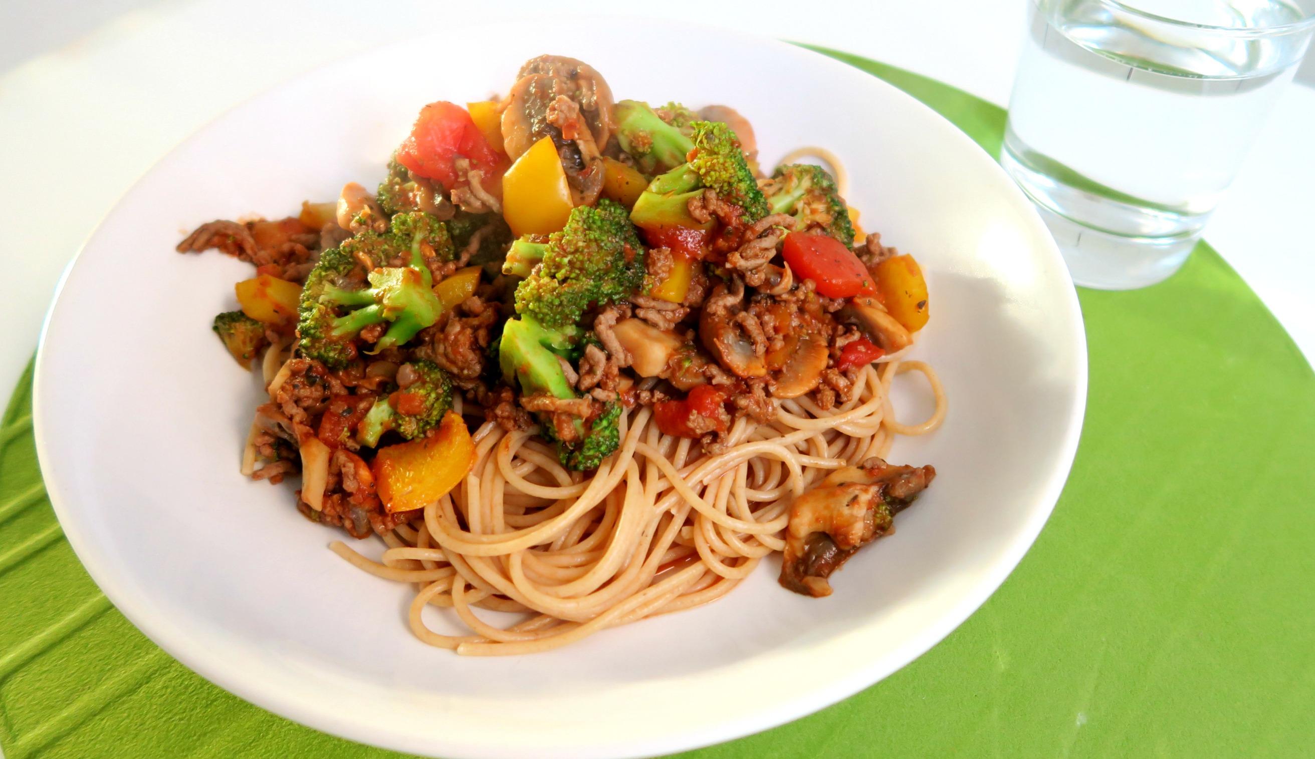 spaghetti met broccoli en gehakt