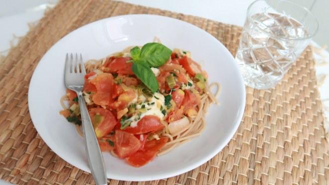Pasta tomaat basilicum mozzarella