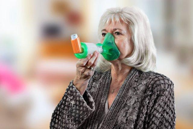 La chambre d'inhalation TipsHaler avec masque adulte OrHal assure la bonne prise de traitement de la BPCO