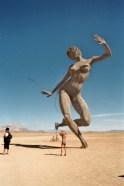 Dansende skulptur på Burning Man 2010