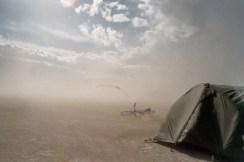 Skyerne samles over mit telt kort efter ankomsten.