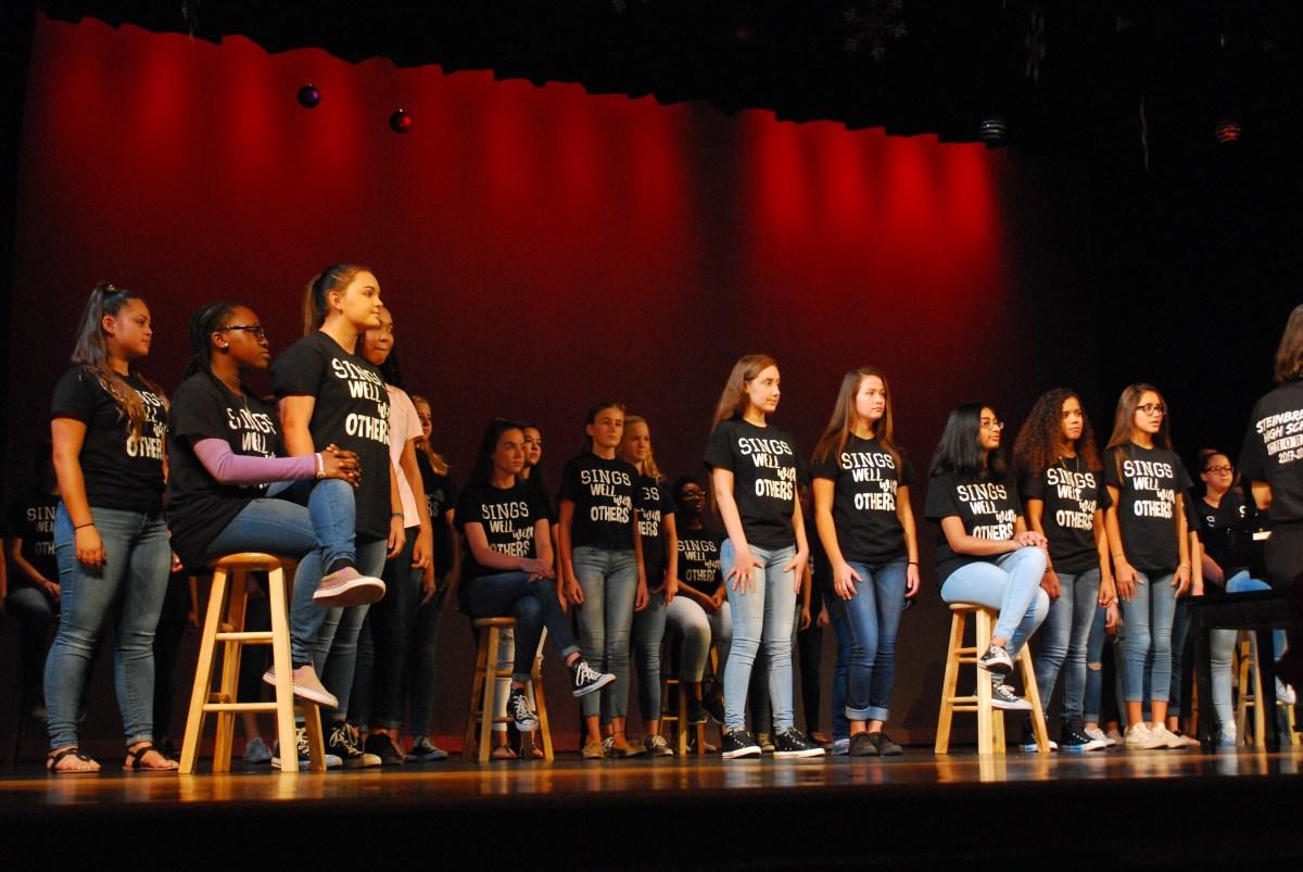 Chorus winter concert kicks off the holiday season