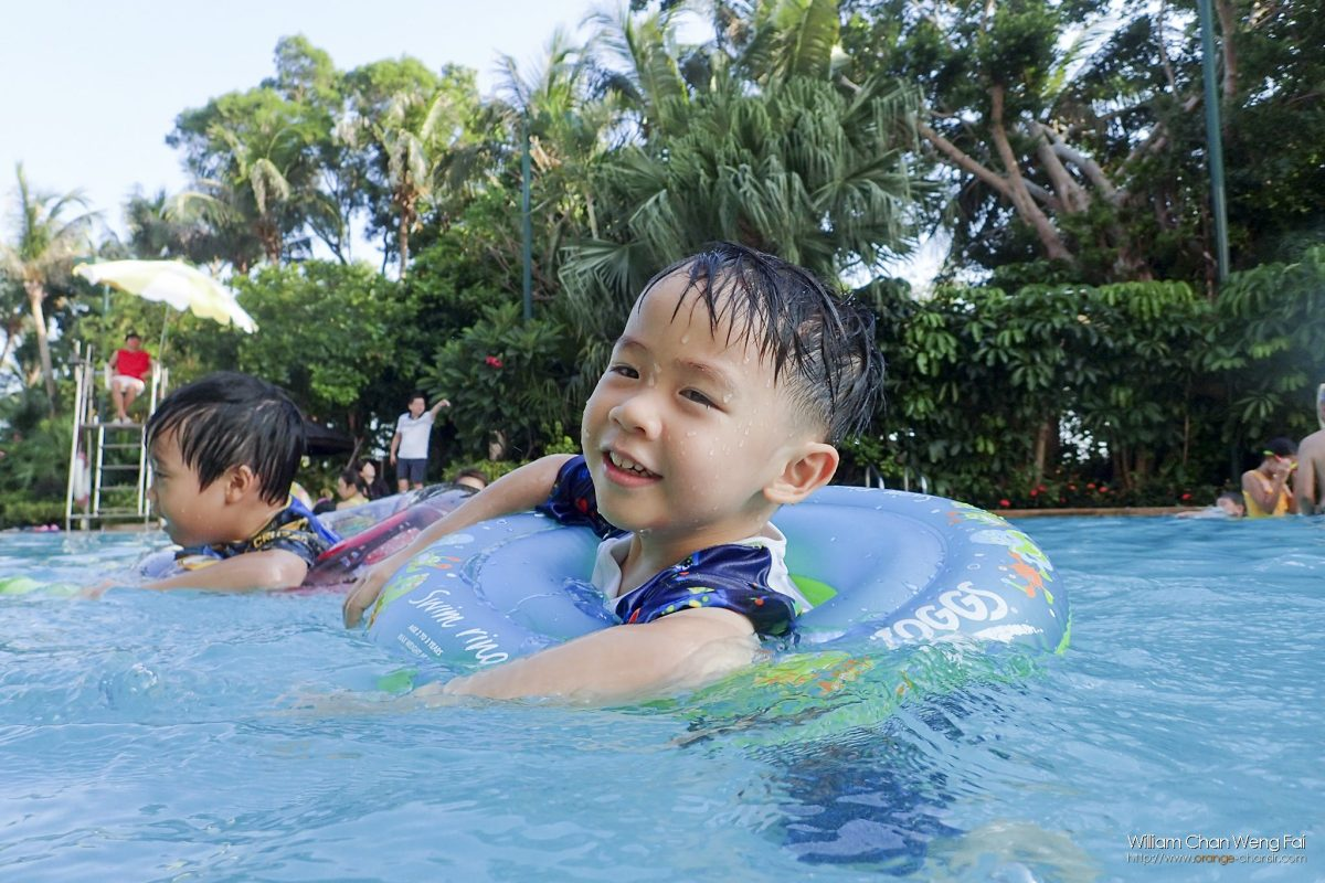 愛上遊泳的孩子