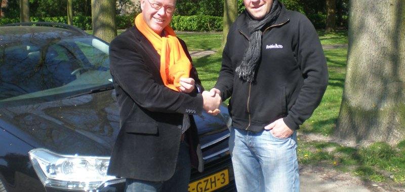 Oranjeverenigingsjaal voor Tom Devilee