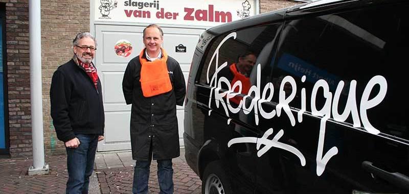 Oranjeverenigingssjaal voor Frits van der Zalm