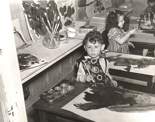 Joachim in a Federal Art Project class in Brooklyn, 1940/Wikimedia via the  Archives of American Art