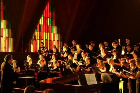Lonnie Cline leads Unistus Chamber Choir Friday in downtown Portland.
