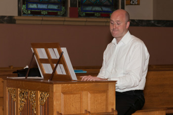 Mark Williams also played keyboard in the concert. Photo: Sarah Wright.