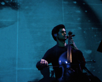 Guest cellist Jeffrey Zeigler performed with 45th Parallel. Photo: Jill Steinberg.