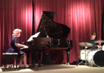 Dianne Davies performs Sunday at Portland State University.