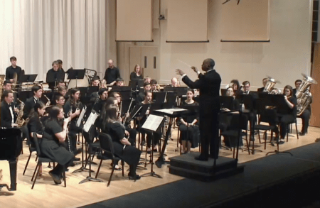 Rodney Dorsey conducts the UO Wind Ensemble. Photo: UOSOMD.