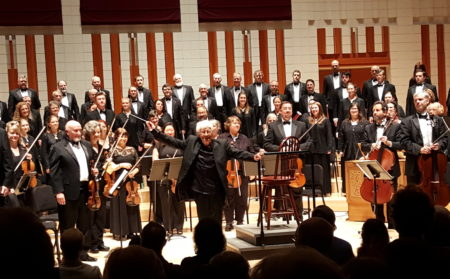 Helmuth Rilling and the Willamette Master Chorus. Photo: Sue Hale.