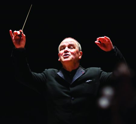 Hans Graf conducted the Oregon Symphony.